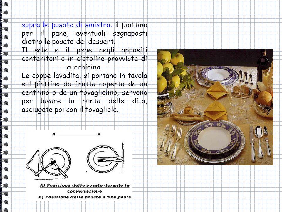 sopra le posate di sinistra: il piattino per il pane, eventuali segnaposti dietro le posate del dessert. Il sale e il pepe negli appositi contenitori