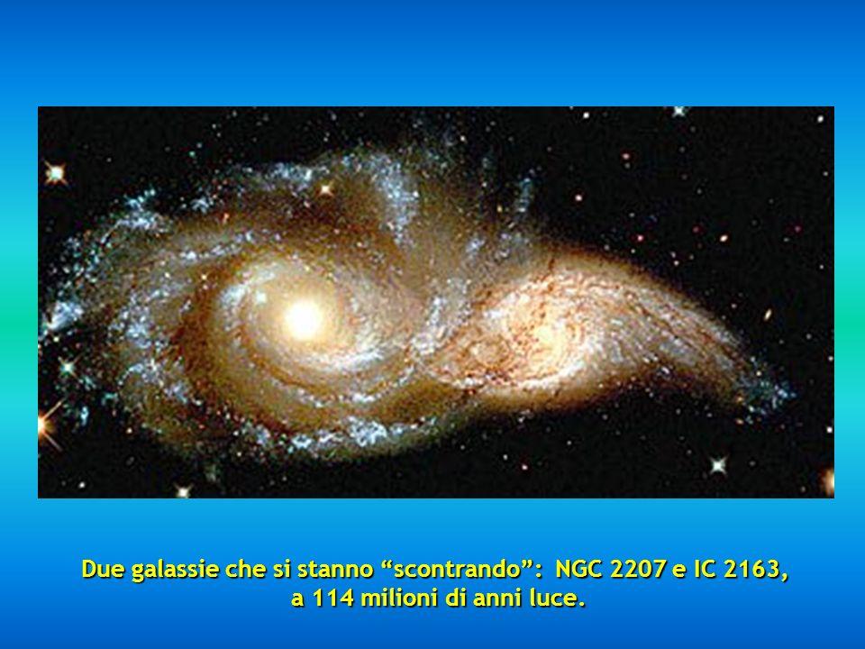 Due galassie che si stanno scontrando: NGC 2207 e IC 2163, a 114 milioni di anni luce.
