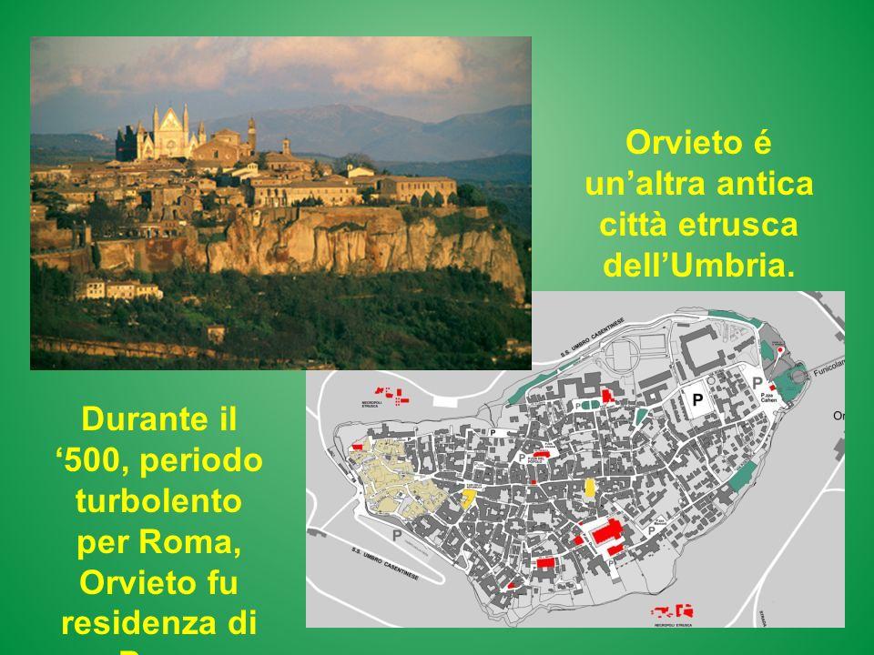 Orvieto é unaltra antica città etrusca dellUmbria. Durante il 500, periodo turbolento per Roma, Orvieto fu residenza di Papa Clemente VII.
