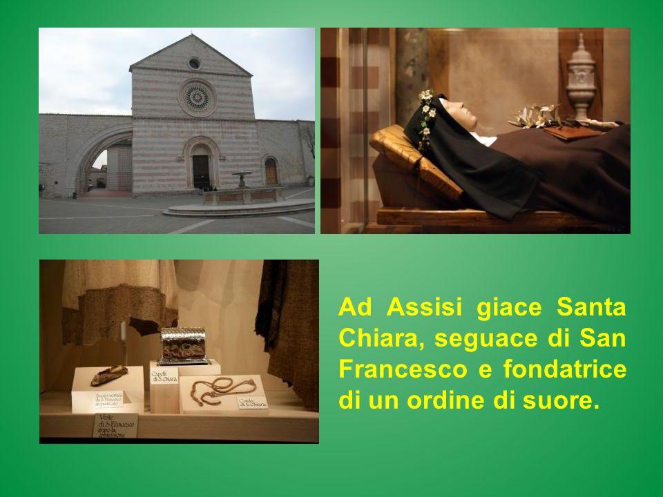 Ad Assisi giace Santa Chiara, seguace di San Francesco e fondatrice di un ordine di suore.