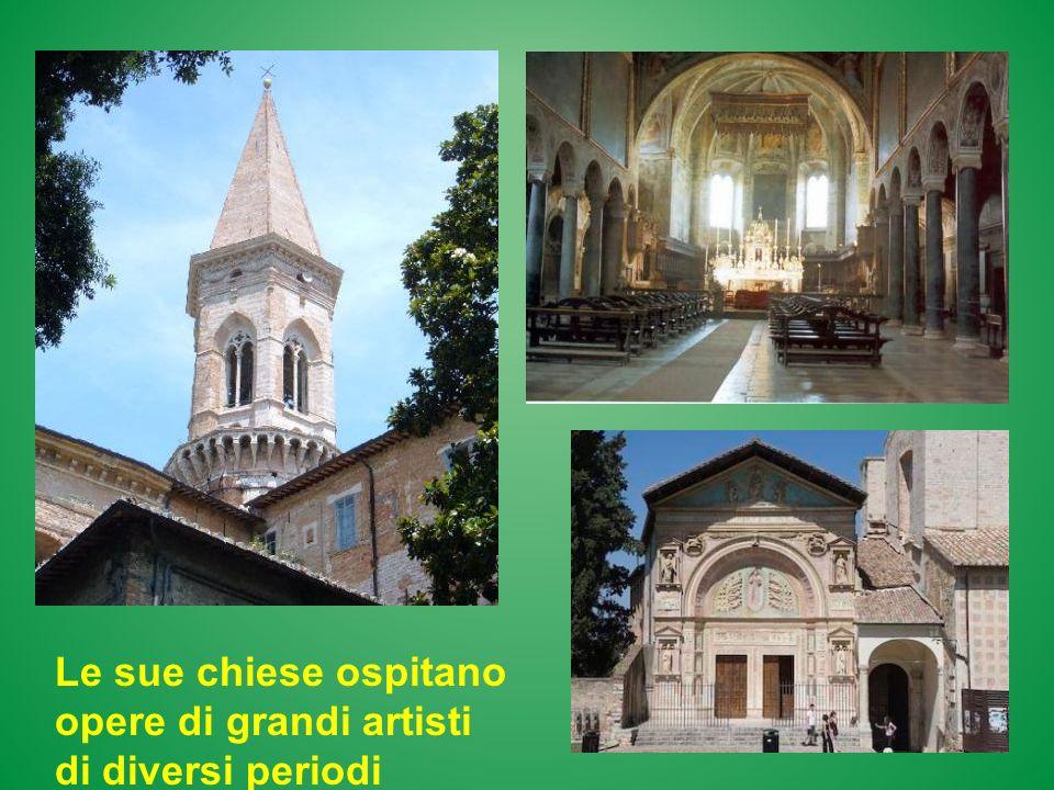 Le sue chiese ospitano opere di grandi artisti di diversi periodi storici.