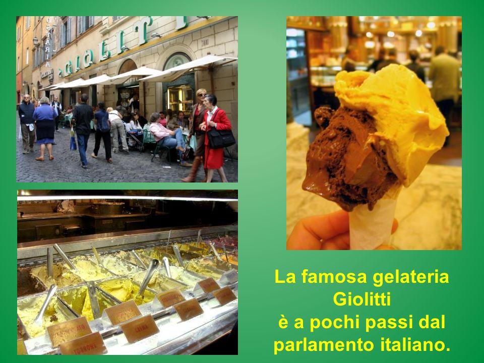 La famosa gelateria Giolitti è a pochi passi dal parlamento italiano.