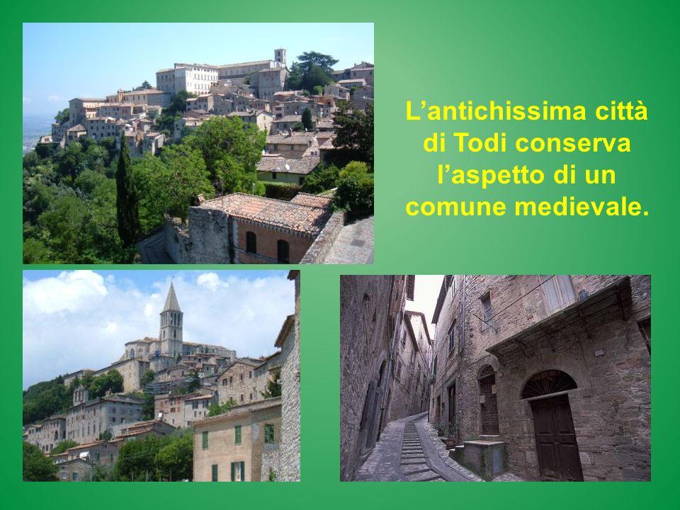 Lantichissima città di Todi conserva laspetto di un comune medievale.