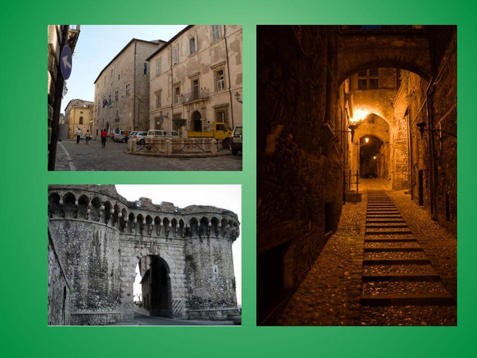 A Roma ogni quartiere del centro ospita importanti monumenti storici, spesso nelle zone pedonali.