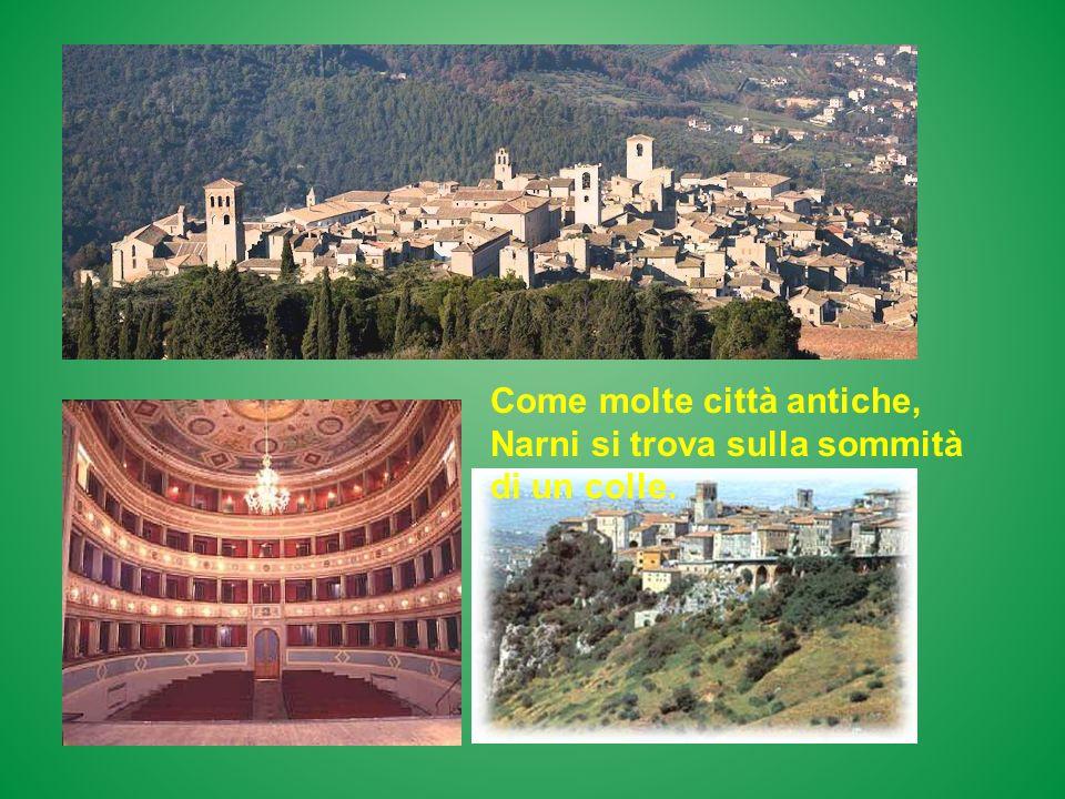 Santa Maria della Consolazione è un capolavoro dello stile rinascimentale, mentre il duomo di Todi è un esempio dello stile romanico.