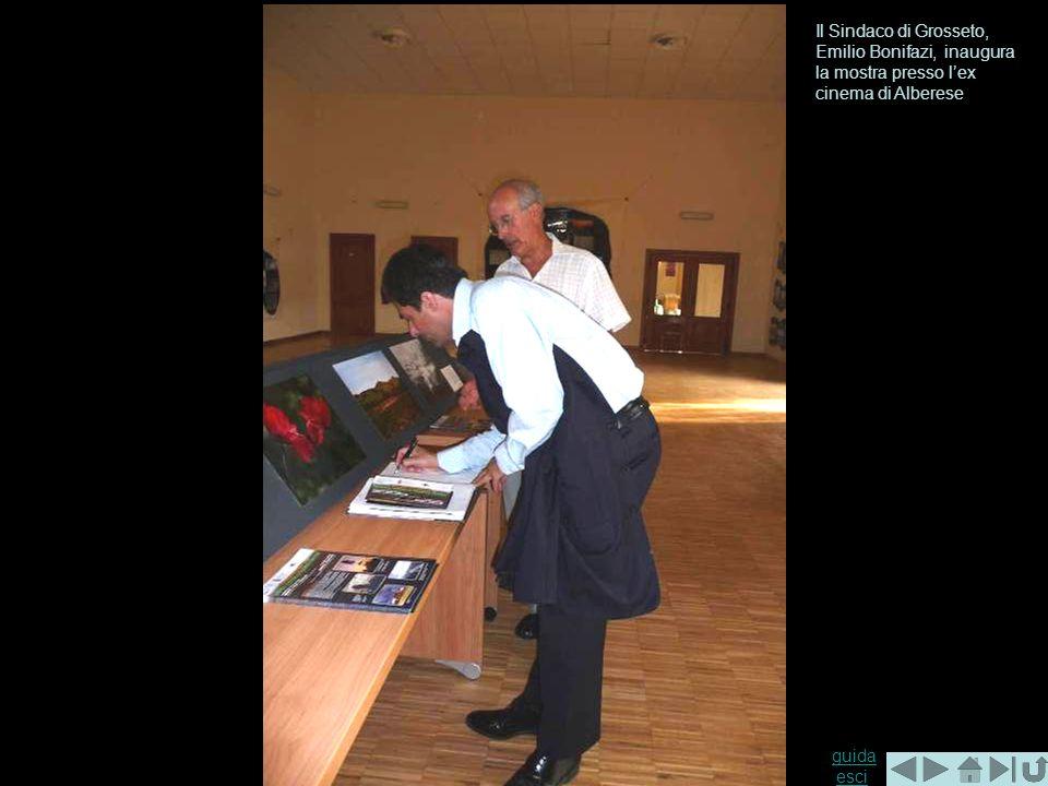 guida guida esciesci Il Sindaco di Grosseto, Emilio Bonifazi, inaugura la mostra presso lex cinema di Alberese