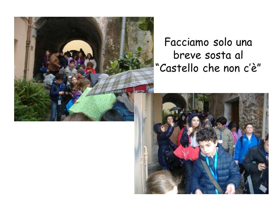 Infatti il Castel Terracena, fatto costruire da Roberto il Guiscardo, è stato completamente inglobato nelle mura di una civile abitazione come potete vedere dalla foto.