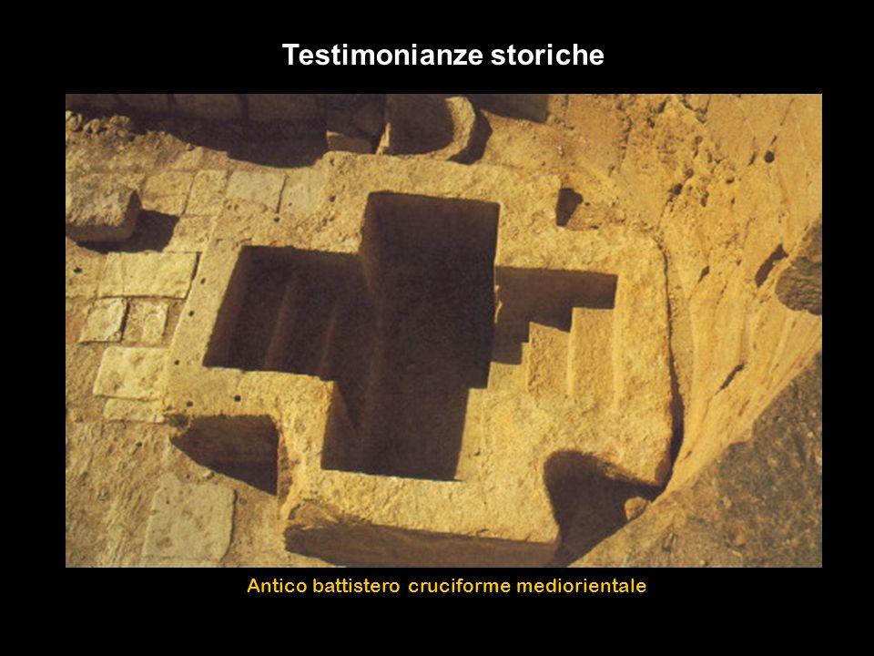 Testimonianze storiche Antico battistero cruciforme mediorientale