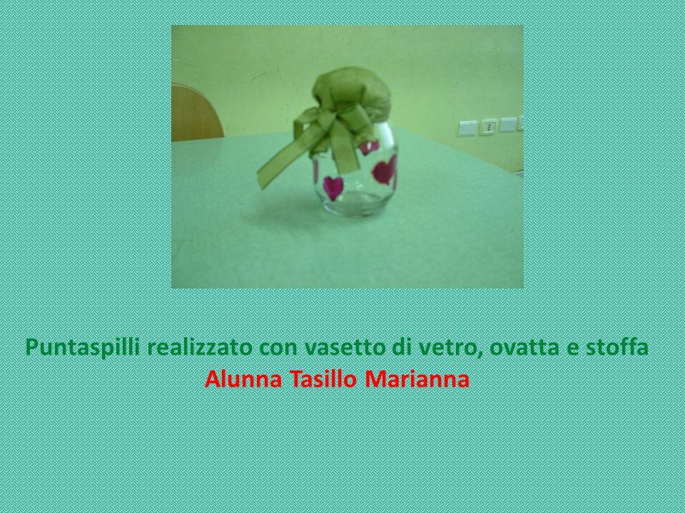 Puntaspilli realizzato con vasetto di vetro, ovatta e stoffa Alunna Tasillo Marianna