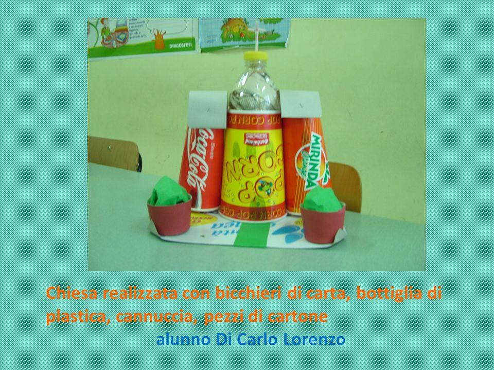 Chiesa realizzata con bicchieri di carta, bottiglia di plastica, cannuccia, pezzi di cartone alunno Di Carlo Lorenzo