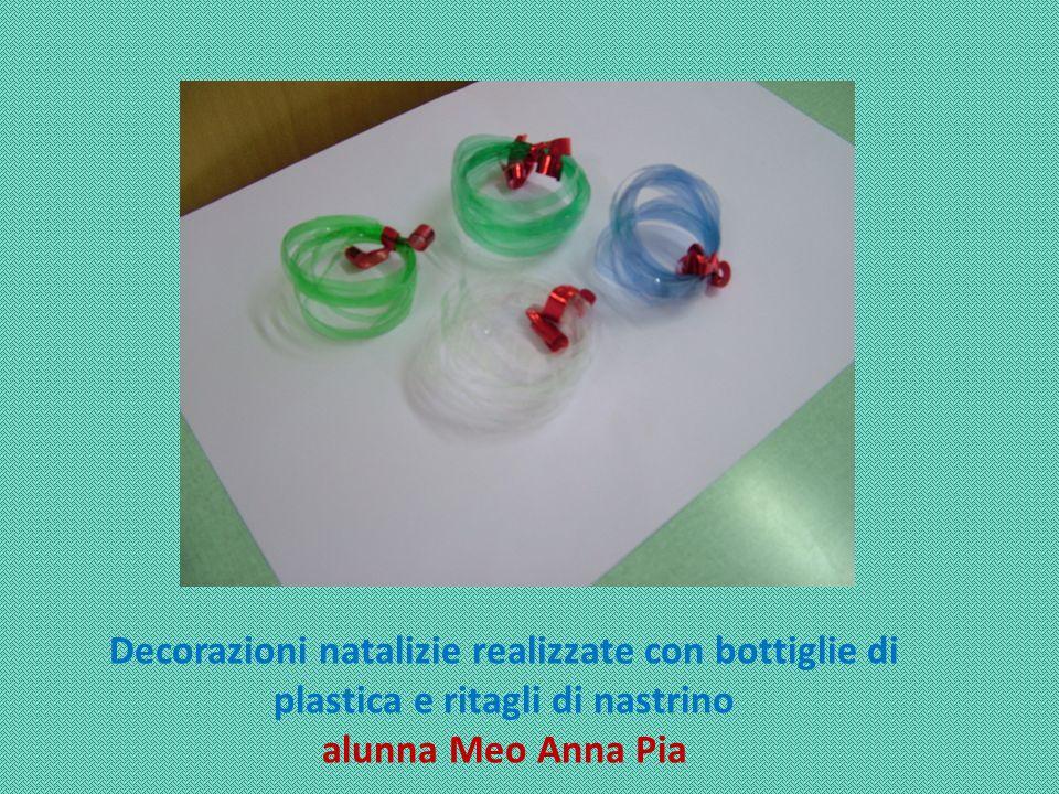 Decorazioni natalizie realizzate con bottiglie di plastica e ritagli di nastrino alunna Meo Anna Pia