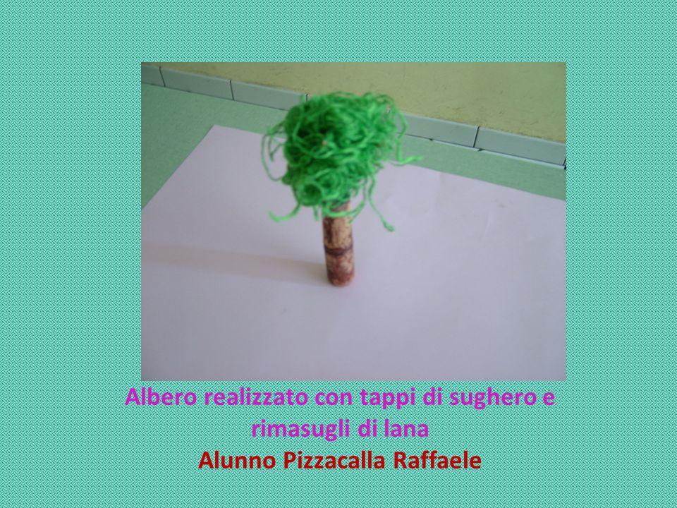 Albero realizzato con tappi di sughero e rimasugli di lana Alunno Pizzacalla Raffaele