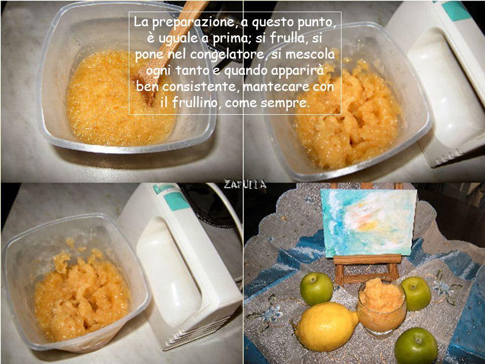 Le mele sono dure e preferisco sbollentarle qualche attimo; ci aggiungo il succo di mezzo limone per non farle scurire e correggo il gusto aspro con 1 cucchiaio di confettura di albicocche.