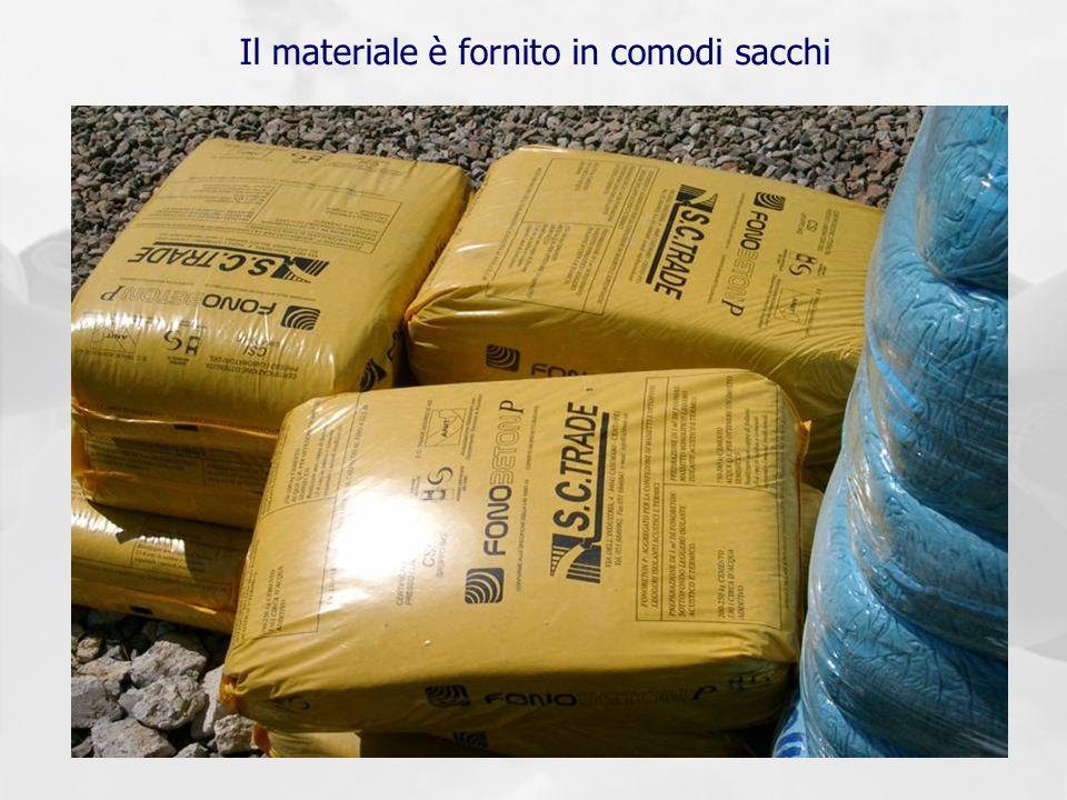 Il materiale è fornito in comodi sacchi