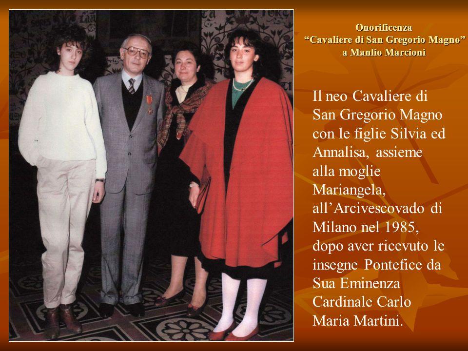 Onorificenza Cavaliere di San Gregorio Magno a Manlio Marcioni Il neo Cavaliere di San Gregorio Magno con le figlie Silvia ed Annalisa, assieme alla m