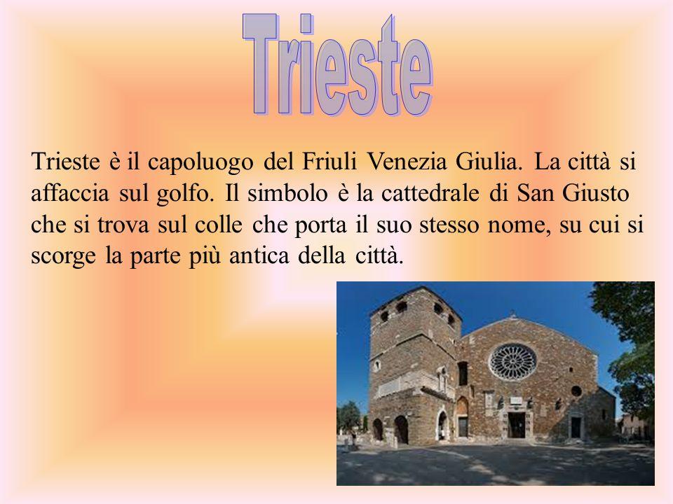 Trieste è il capoluogo del Friuli Venezia Giulia.La città si affaccia sul golfo.