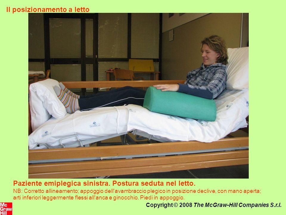 Copyright © 2008 The McGraw-Hill Companies S.r.l. Il posizionamento a letto Paziente emiplegica sinistra. Postura seduta nel letto. NB: Corretto allin