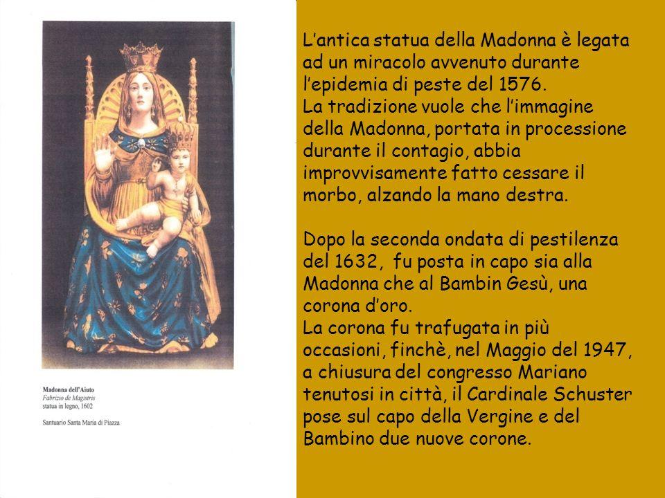 Lantica statua della Madonna è legata ad un miracolo avvenuto durante lepidemia di peste del 1576. La tradizione vuole che limmagine della Madonna, po