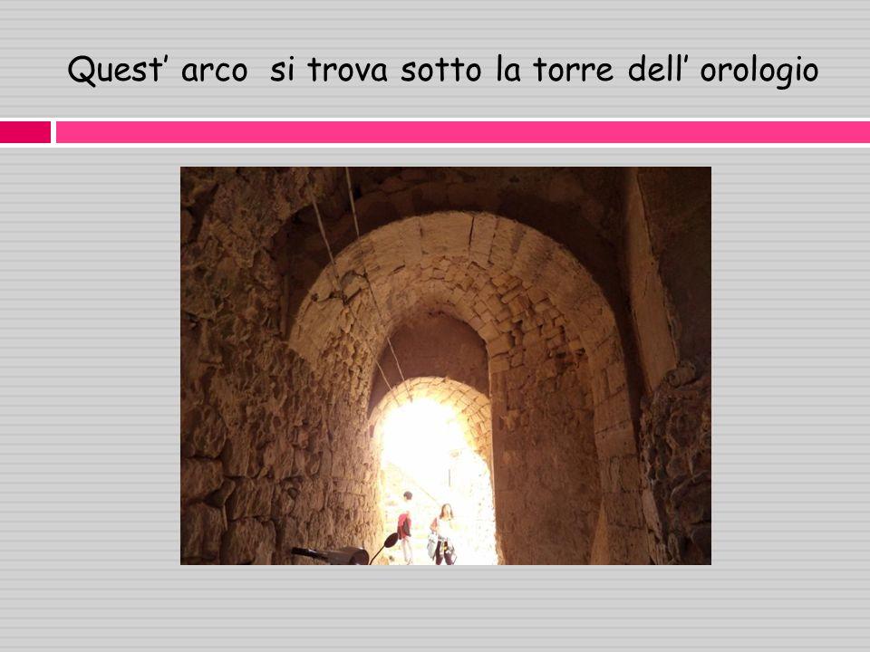 Quest arco si trova sotto la torre dell orologio