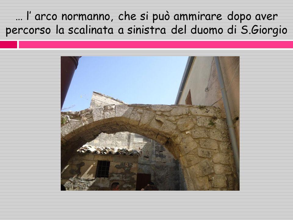… l arco normanno, che si può ammirare dopo aver percorso la scalinata a sinistra del duomo di S.Giorgio