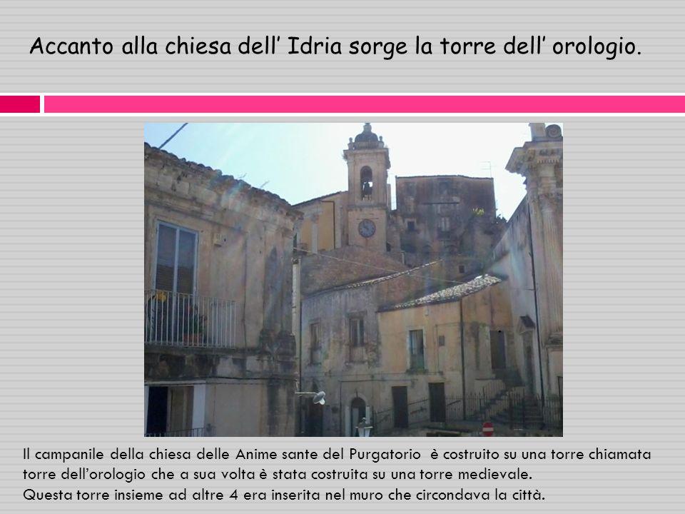 Accanto alla chiesa dell Idria sorge la torre dell orologio..