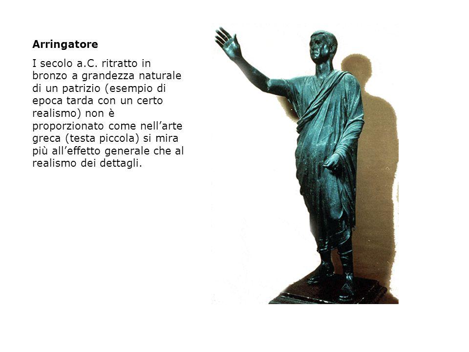 Arringatore I secolo a.C. ritratto in bronzo a grandezza naturale di un patrizio (esempio di epoca tarda con un certo realismo) non è proporzionato co