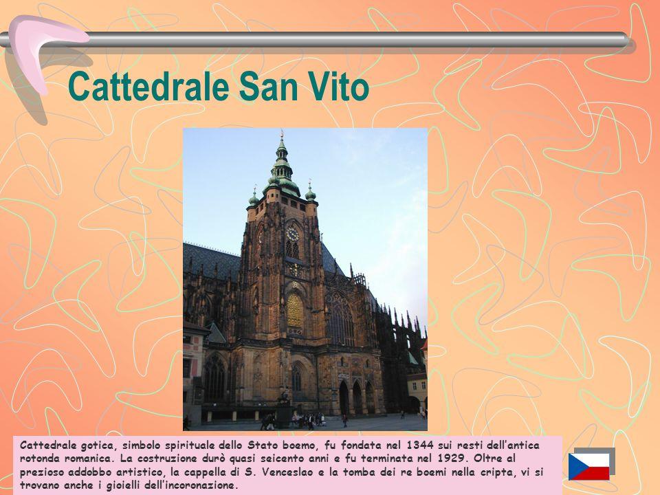 Castello (Hrad) Il grande complesso del castello rappresenta la sintesi monumentale della storia della Boemia. Fondato alla fine del IX secolo, fu inc