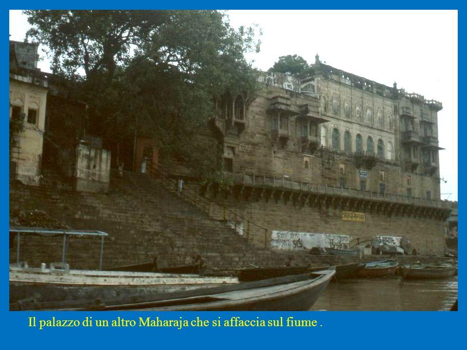 Il palazzo di un altro Maharaja che si affaccia sul fiume.