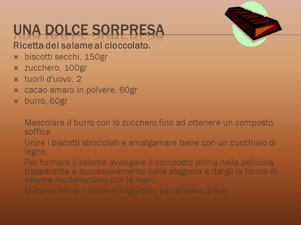 Ricetta del salame al cioccolato. biscotti secchi, 150gr zucchero, 100gr tuorli d'uovo, 2 cacao amaro in polvere, 60gr burro, 60gr Mescolare il burro