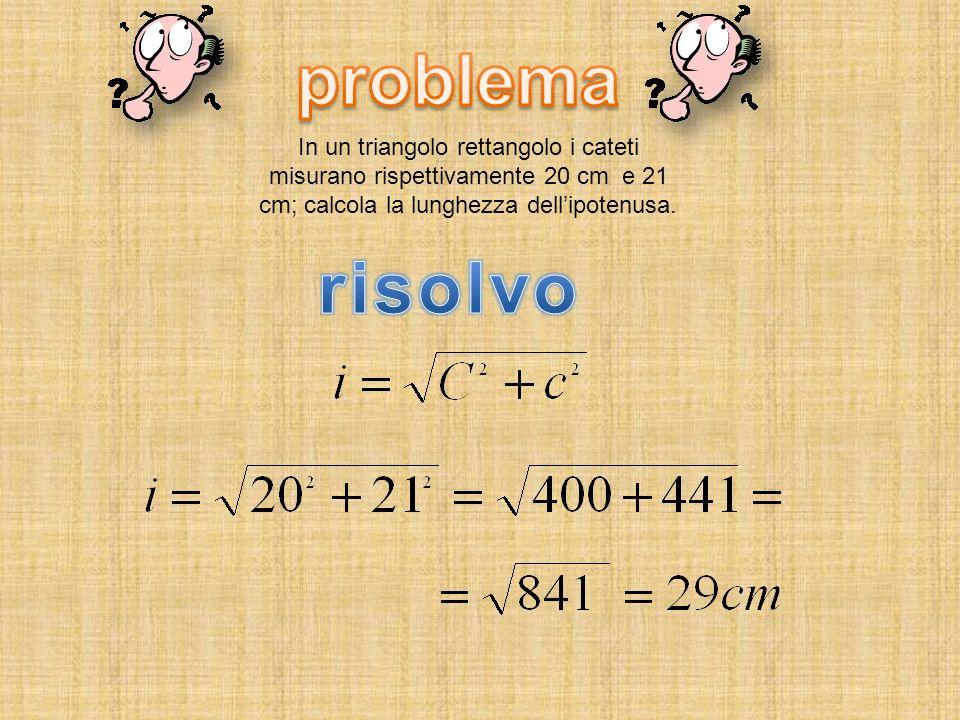 In un triangolo rettangolo i cateti misurano rispettivamente 20 cm e 21 cm; calcola la lunghezza dellipotenusa.