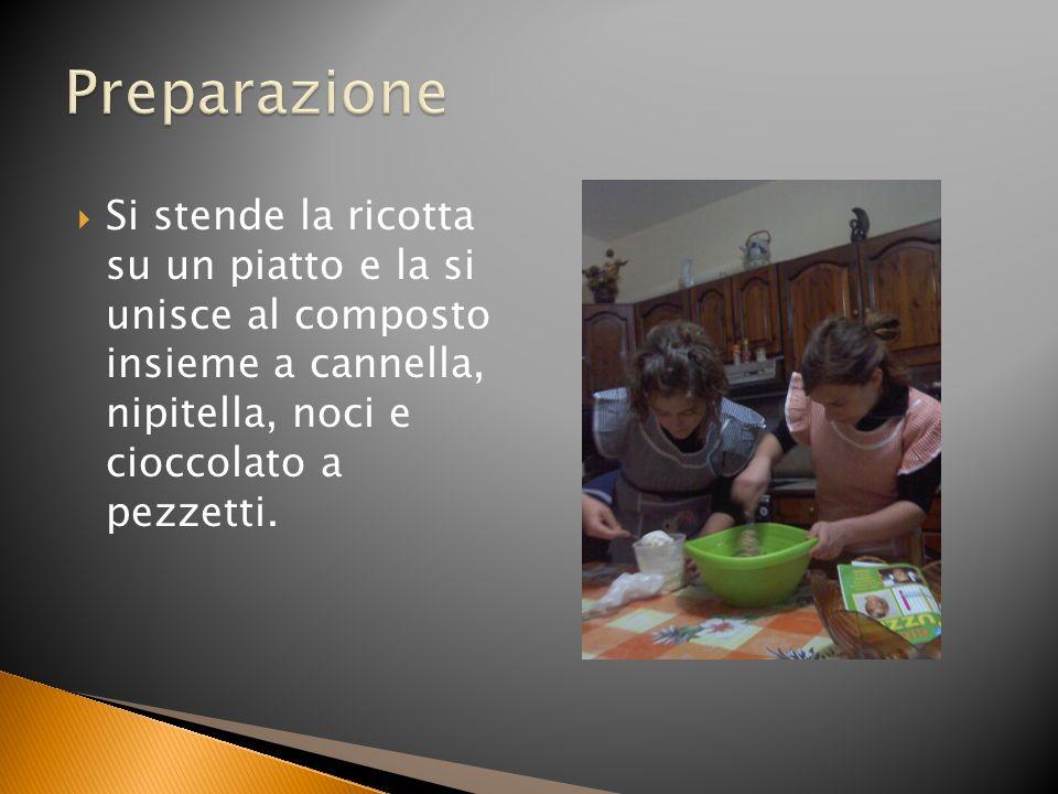 Si stende la ricotta su un piatto e la si unisce al composto insieme a cannella, nipitella, noci e cioccolato a pezzetti.
