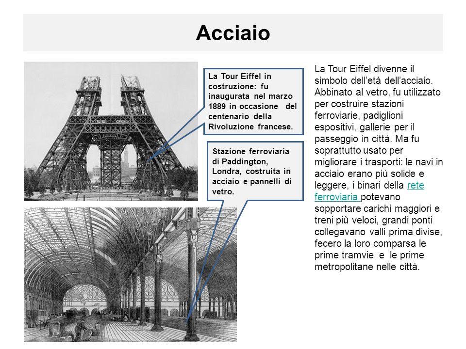 Acciaio La Tour Eiffel divenne il simbolo delletà dellacciaio.