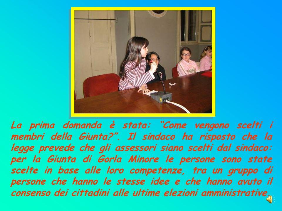 Dopo il saluto del Sindaco Giuseppe Migliarino e la presentazione degli assessori, il nostro sindaco dei ragazzi ha fatto un breve discorso a cui sono seguite le domande dei suoi consiglieri presenti.