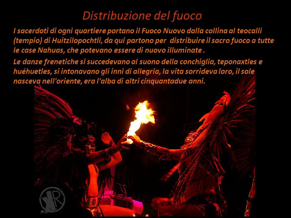 I sacerdoti di ogni quartiere portano il Fuoco Nuovo dalla collina al teocalli (tempio) di Huitzilopochtli, da qui partono per distribuire il sacro fu