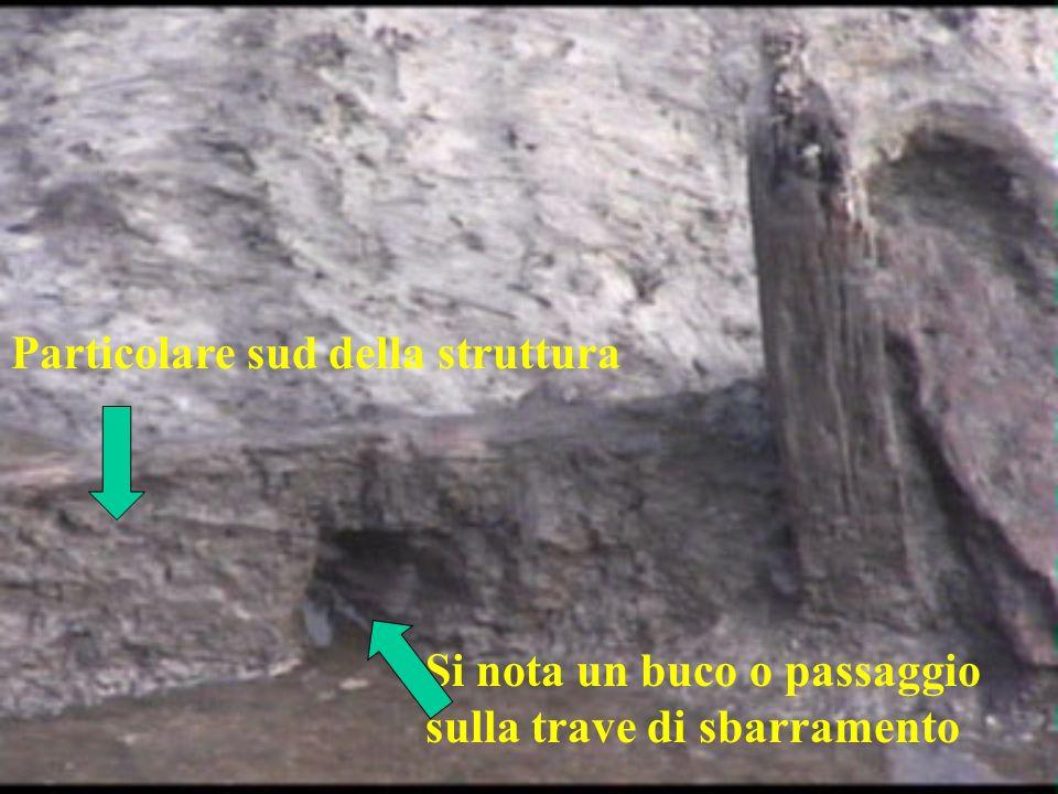 Particolare sud della struttura Si nota un buco o passaggio sulla trave di sbarramento