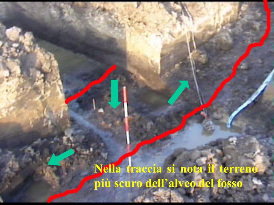 Nella traccia si nota il terreno più scuro dellalveo del fosso