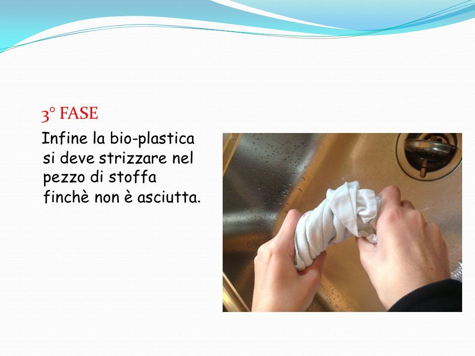 4° FASE Ora la bio-plastica è pronta per essere modellata. Dopo di che si fa asciugare.