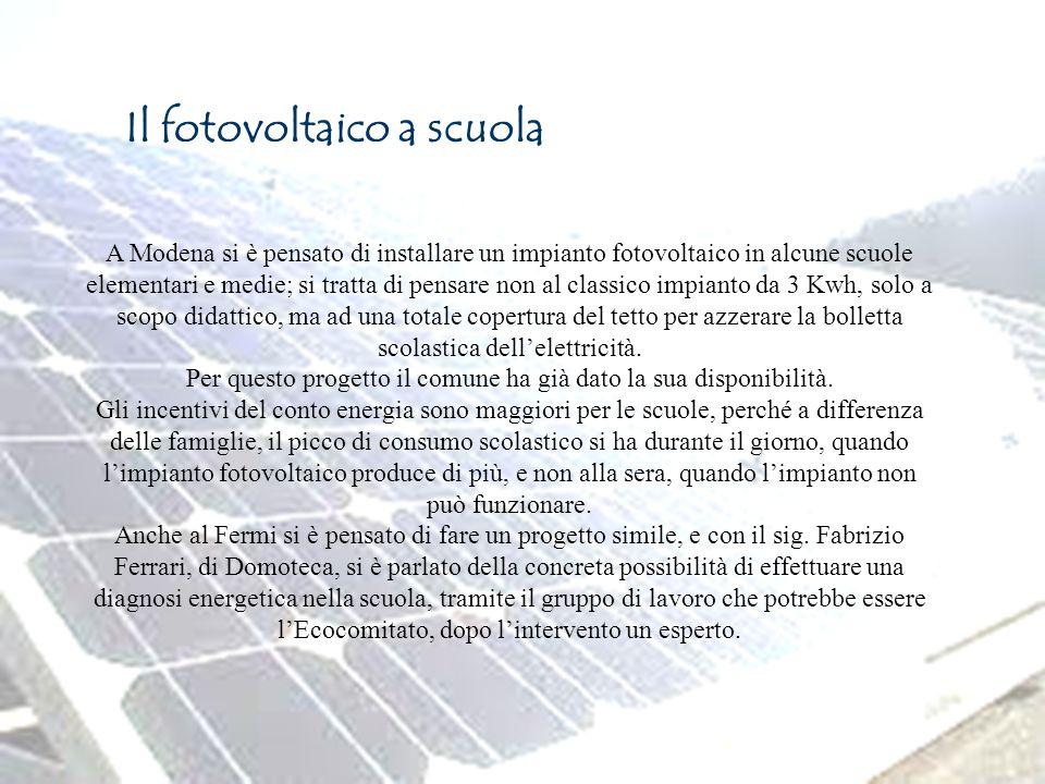 Page 10 Il fotovoltaico a scuola A Modena si è pensato di installare un impianto fotovoltaico in alcune scuole elementari e medie; si tratta di pensar