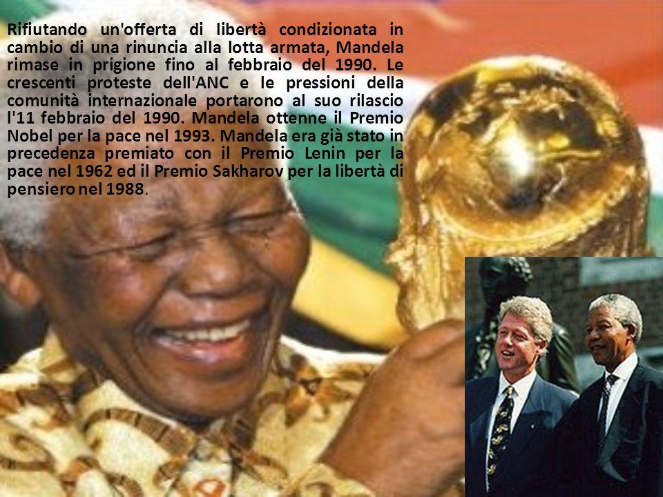 Rifiutando un'offerta di libertà condizionata in cambio di una rinuncia alla lotta armata, Mandela rimase in prigione fino al febbraio del 1990. Le cr