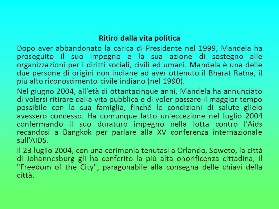 Ritiro dalla vita politica Dopo aver abbandonato la carica di Presidente nel 1999, Mandela ha proseguito il suo impegno e la sua azione di sostegno al