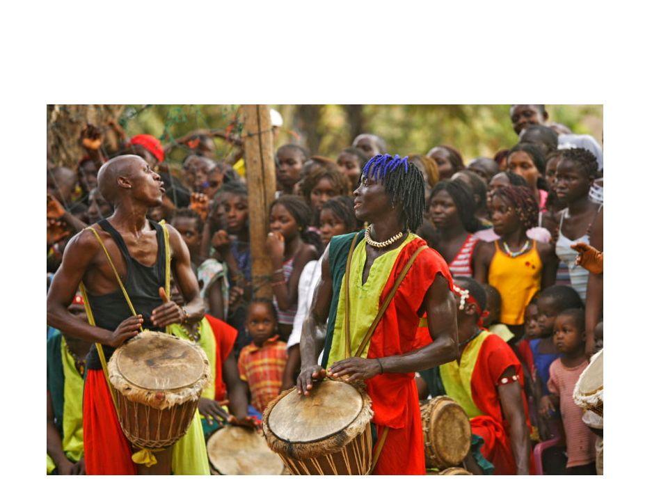 Popolazione La popolazione si suddivide in varie etnie, le principali sono 3: -Wolof quella più grande, 43% Sèrér, 15% Fula 23% Altre popolazioni 19% Sono etnie che tra loro non sono in guerra, come in altri stati africani anzi tra loro si chiamano scherzosamente cugini La lingua ufficiale è il francese, perché il Senegal è un ex colonia della Francia, ma la lingua più diffusa è il wolof seguita poi da numerosi altri idiomi più o meno diffusi.