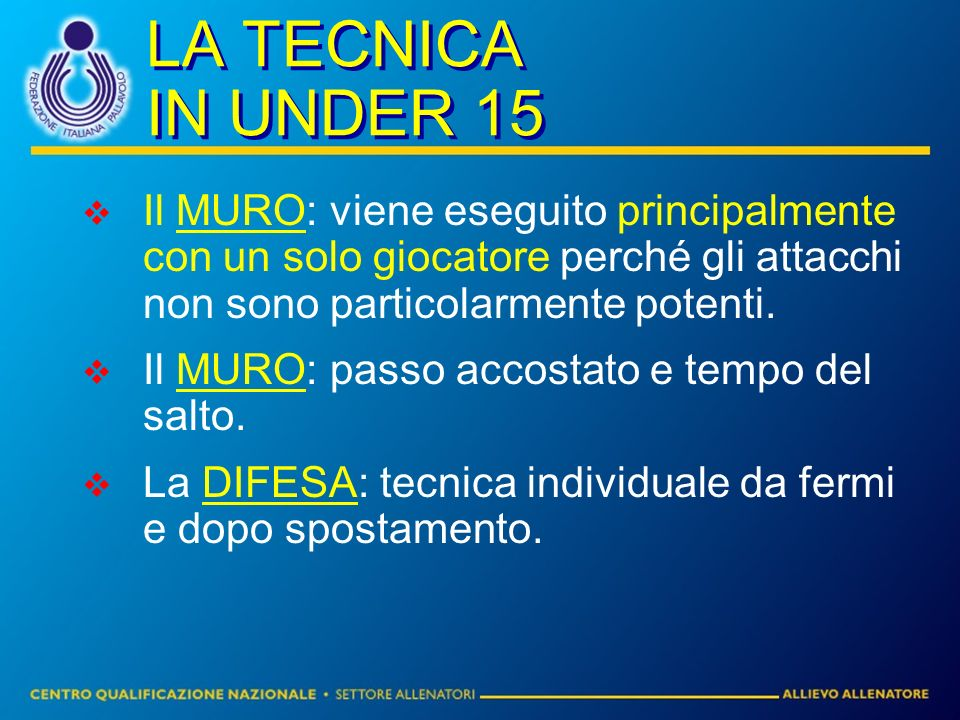 LA TECNICA IN UNDER 15 Il MURO: viene eseguito principalmente con un solo giocatore perché gli attacchi non sono particolarmente potenti. Il MURO: pas