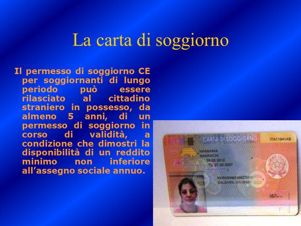 La carta di soggiorno Il permesso di soggiorno CE per soggiornanti di lungo periodo può essere rilasciato al cittadino straniero in possesso, da almen