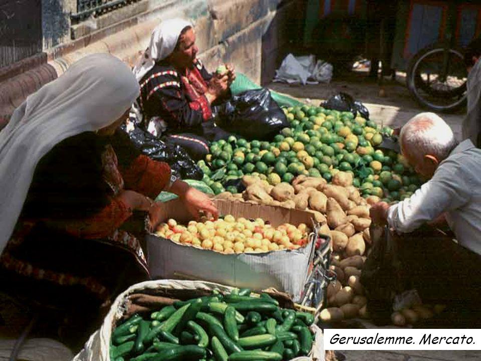 Gerusalemme. Interno della Città Vecchia. Mercato.