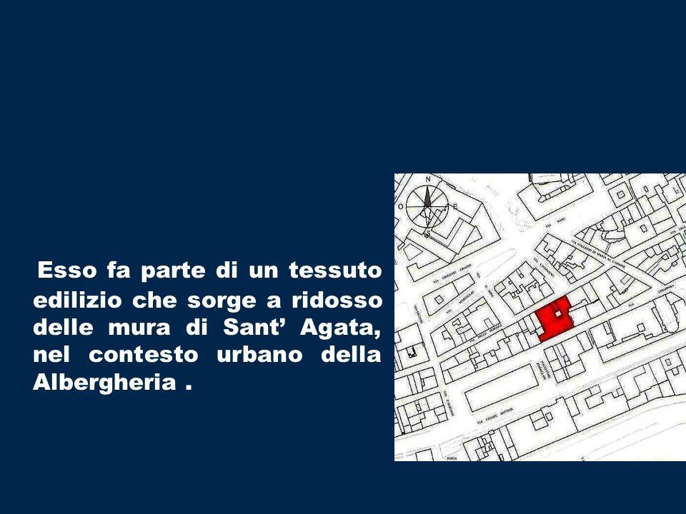 Esso fa parte di un tessuto edilizio che sorge a ridosso delle mura di Sant Agata, nel contesto urbano della Albergheria.