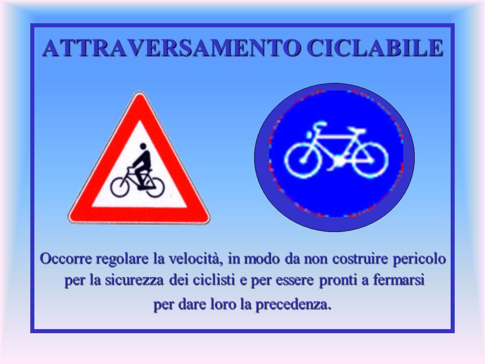 ATTRAVERSAMENTO CICLABILE Occorre regolare la velocità, in modo da non costruire pericolo per la sicurezza dei ciclisti e per essere pronti a fermarsi