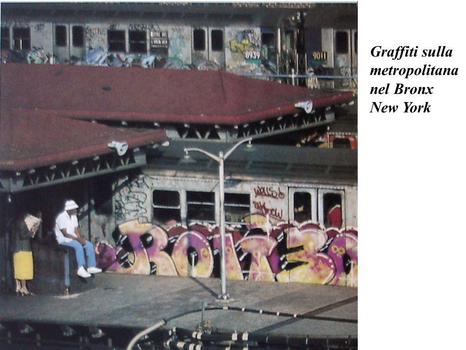 Graffiti sulla metropolitana nel Bronx New York