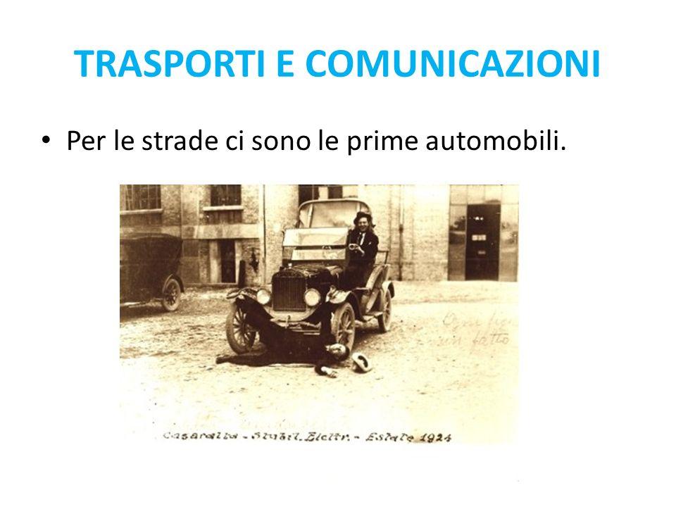 Per le strade ci sono le prime automobili. TRASPORTI E COMUNICAZIONI