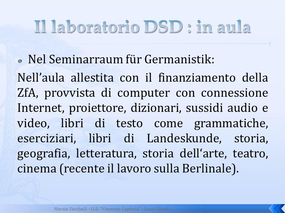 Nel Seminarraum für Germanistik: Nellaula allestita con il finanziamento della ZfA, provvista di computer con connessione Internet, proiettore, dizion