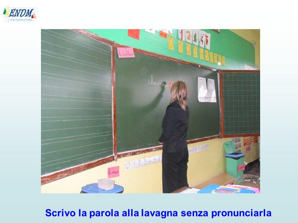 La stessa tecnica è stata utilizzata anche per le altre due parole: baffi e trottola.